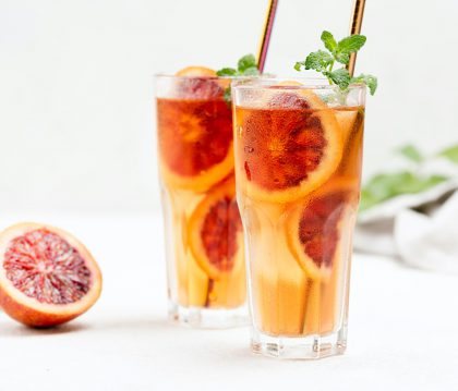 Atgaiva karštą vasaros dieną: kaip pasigaminti skanią šaltą arbatą namuose?