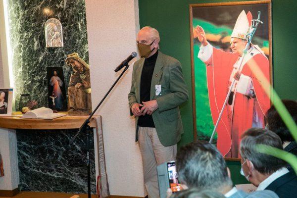 """Seimo Pirmininko pirmosios pavaduotojos Rimos Baškienės ir Seimo nario Stasio Tumėno pranešimas: """"Seime Ričardo Dailidės fotografijų paroda paminėtas Lietuvą įkvėpęs popiežiaus Jono Pauliaus II vizitas"""""""