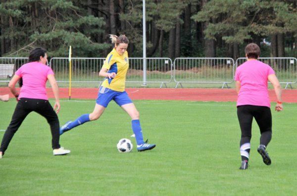 Futbolas Utenoje: suderinta vyrams, bet moterims tinka labiau
