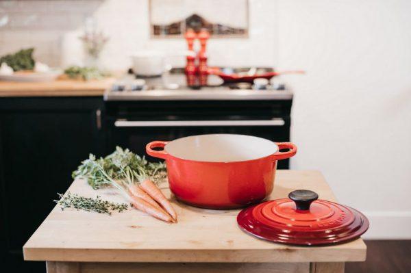 Karantino įtaka: du trečdaliai apklaustųjų maistą namuose ruošia kasdien