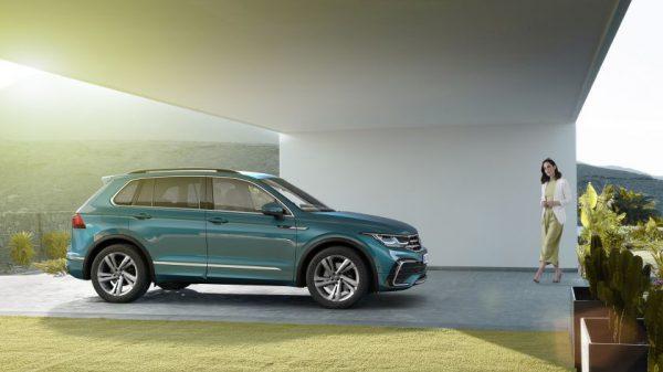 """Jau galima užsisakyti atnaujintą """"Tiguan"""" – populiariausią """"Volkswagen"""" visureigį"""