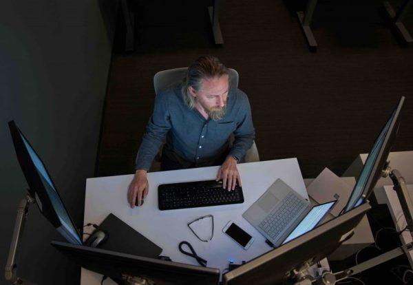 """""""Microsoft"""" stoja į kovą su dezinformacija: nauji įrankiai padės atpažinti melą internete"""