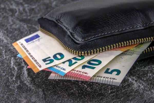 Apklausa rodo: lietuviai, siekdami sumažinti paskolų įmokas, prioritetą teikia refinansavimui