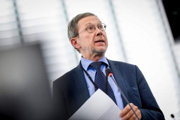 EP narys prof. Liudas Mažylis. COVID-19: vakcinos reikia kuo greičiau, bet ji privalo būti saugi