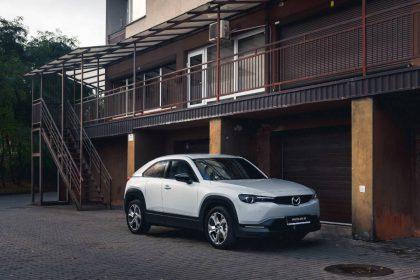 """Didžiausia """"Mazda"""" 2020 m. naujiena – elektromobilis MX-30 jau atvyko į Lietuvą"""