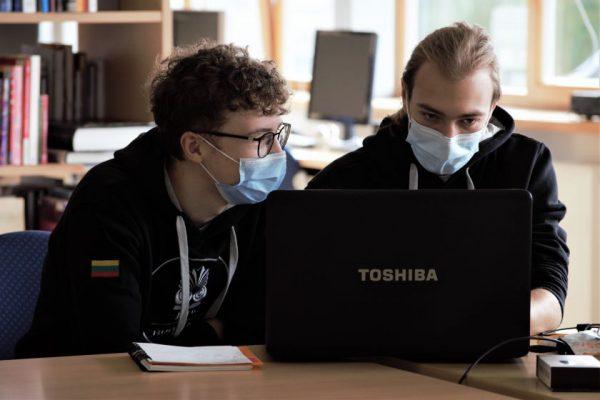 Pandemijos iššūkius sprendžiančios technologijos: kas sieja namų darbus ir naminius gyvūnus?