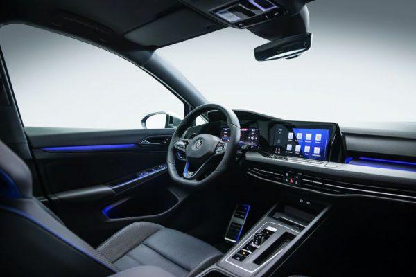 """""""Volkswagen"""" pristato galingiausią istorijoje """"Golf R"""""""