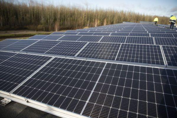 """Bendrovėje """"Lifosa"""" pradėjo veikti 1 MW saulės jėgainė"""