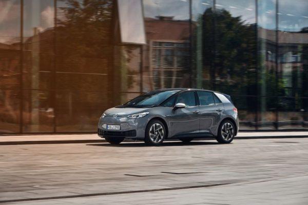 """""""Volkswagen"""" pernai pavyko viršyti ES keliamus CO2 emisijų tikslus"""