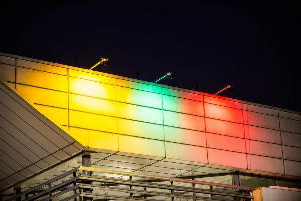 """Vasario 16-osios proga """"Iki"""" parduotuvės nušvito vėliavos spalvomis"""