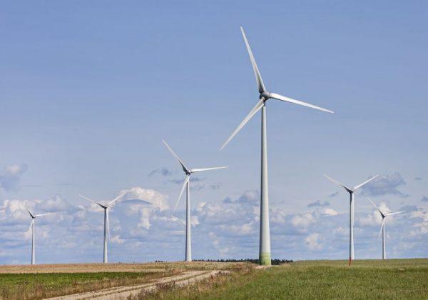 Istorinė akimirka Europai: žalioji energetika aplenkė iškastinį kurą
