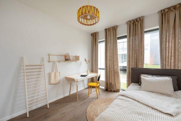"""Šalies gyventojai atranda lietuviškus baldus: būste Šventojoje – ir dizaino pasaulio """"Oskaro"""" laimėtojas"""