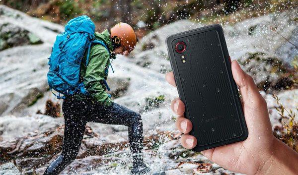 """Gera žinia dirbantiems sudėtingomis sąlygomis: pristatytas itin tvirtas telefonas """"Galaxy XCover 5"""""""