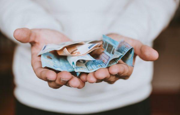 Pandemijos iššūkiai jaunimui – susiduria su finansiniais ir psichologiniais sunkumais