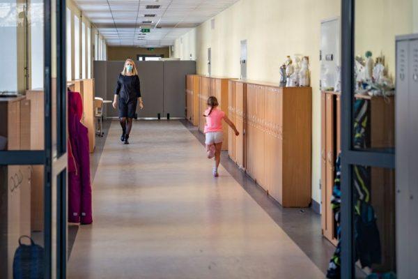Vilniuje kontaktiniam ugdymui duris ateinančią savaitę atvers dar trys mokyklos