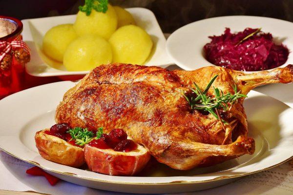 Ruošiamės Velykoms: anties ir kiaulienos patiekalai, nustebinsiantys artimuosius