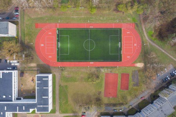 Užbaigti darbai keturių sostinės mokyklų stadionuose