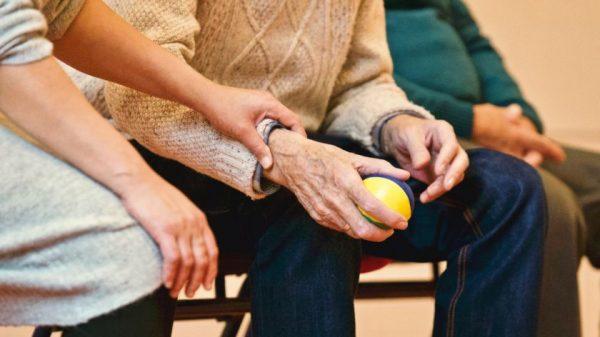 Socialinių paslaugų centro vadovė: vienišumo jausmas yra daugiausiai įtakos turintis veiksnys asmens psichosocialinei pusiausvyrai
