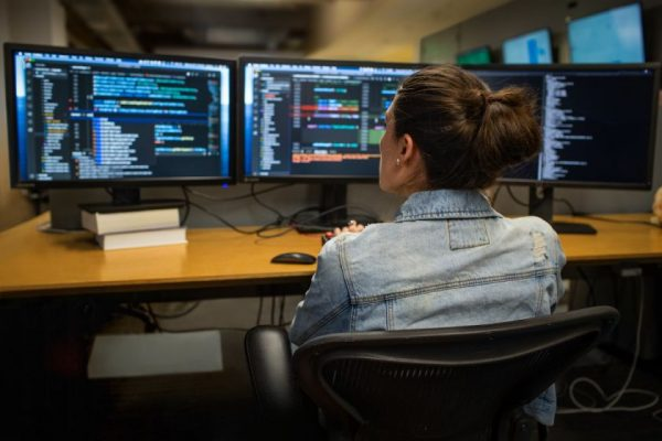 """""""Microsoft"""" plečia nemokamą skaitmeninių įgūdžių programą"""