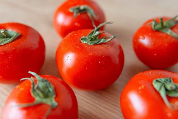 Lietuviški pomidorai jau parduotuvių lentynose: kokius dažniausiai renkasi gyventojai?