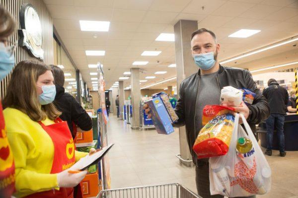 """Savaitgalį vykusioje """"Maisto banko"""" akcijoje paaukota daugiau nei 287 tūkstančiai maisto produktų"""