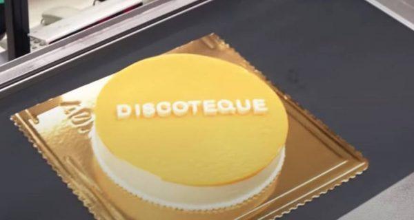 """""""Iki"""" pristato tortą """"Discoteque"""" lietuvių pasirodymui """"Eurovizijoje"""" palaikyti"""