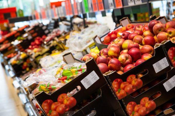 Tyrimas: dauguma lietuvių vaisius ir daržoves vartoja kasdien – ką ir už kiek perka