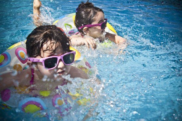 4 priežastys įsigyti karkasinį baseiną arba (ir) sūkurinę vonią