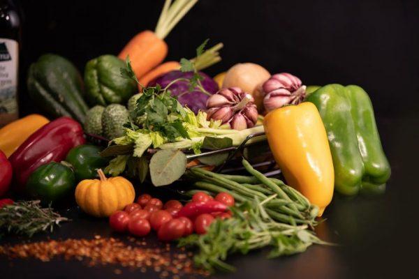 Tyrimas atskleidė maisto švaistymo problemą – lietuviai produktus išmeta, nes jų tiesiog nebenori