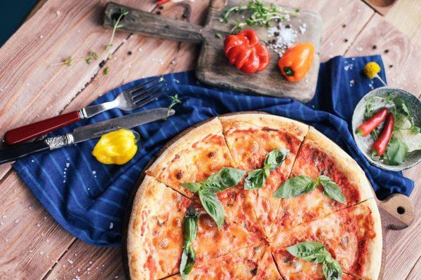 Tarptautinę šeimos dieną – gaminame su vaikais: pagrindinės taisyklės ir nesudėtingai paruošiami picos receptai
