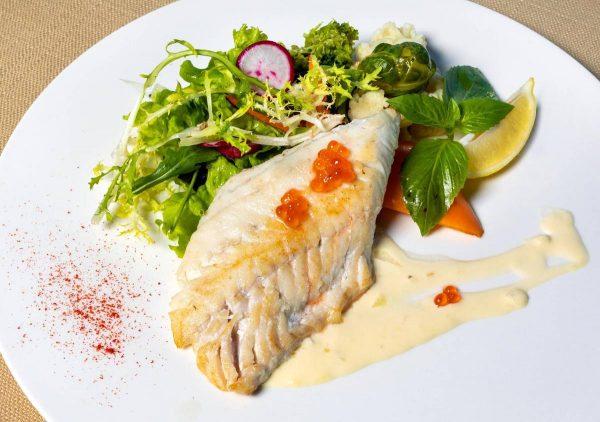 """Ledjūrio menkė – ne tik populiariesiems """"fish and chips"""": nauda sveikatai ir citrininės žuvies receptas"""
