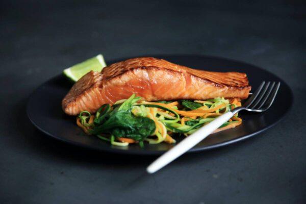 Lašiša ant grilio: receptas, kuris patiks net ir nemėgstantiems žuvies
