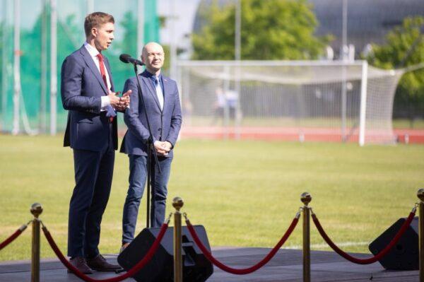 Jonavoje atidarytas rekonstruotas miesto stadionas – talpins 2 tūkst. žiūrovų